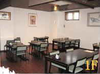 1階はテーブル席をご用意し、居酒屋感覚でお食事をお楽しみいただけます。